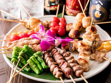 様々な味わいを楽しめる一皿『串焼き盛り合わせ』