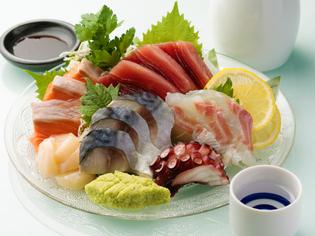 水産業者から毎日届く新鮮な魚介を使った『お造りの5種盛り』