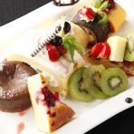 税抜価格。博多餃子が食べ放題に☆定番から一風変わった創作餃子まで全8種類からお楽しみ頂けます!