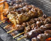 職人が一本一本丁寧に打った新鮮な素材を使用!丁寧に焼き上げた本格串焼きが一本110円~とリーズナブルに楽しめます。