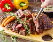 ●サーロインステーキ:最高級部位のひとつ「サーロイン」。柔らかく甘みのある霜降り肉です。 ●ハラミステーキ:横隔膜の内臓肉。低カロリーでヘルシー。歯ごたえもしっかりとあり、食べごたえは抜群!