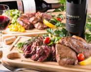 肉の旨味を堪能できる『ステーキ肉の盛り合わせ 3種類』