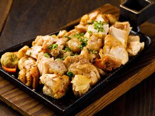 国産の鶏もも肉や黒豚など、九州産の食材がメイン