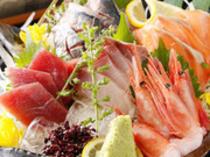 鮮度抜群の魚介類を味わえる『刺身五種盛り合わせ』