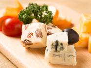 ワインのお供にぴったり!『厳選チーズの3種盛り合わせ』