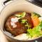 肉汁も絶品!『イベリコ豚とアンガス牛のダッチ煮込ハンバーグ』