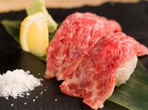 職人の技光る、渾身の『和牛炙り寿司』