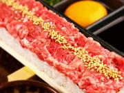 極上牛トロの炙りユッケ寿司がついた豪華プランをご用意。人気の逸品創作料理を盛り込んで構成した一番人気コースです。経験豊富なシェフが調理した渾身の「ユッケ寿司」をご堪能ください。詳細はコースページへ。