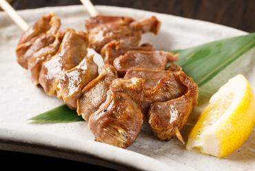 鮮度抜群の肉を満喫できる一皿『肉のおまかせ串盛り4種盛り』