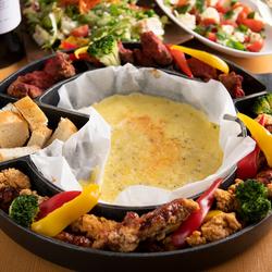 人気なポテトフライのトリュフ塩仕立てに、5種スパイス若鶏のハーブグリルと極厚ポーク肉から選べるコース!