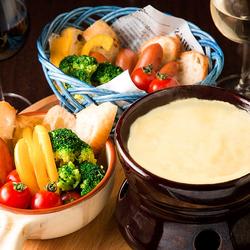 3時間飲み放題付き!人気のチーズフォンデュやチーズタッカルビ、パネチキンなどSNS映えメニューをご用意!