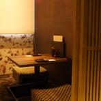 2人きりの個室でロマンティックなディナーデート