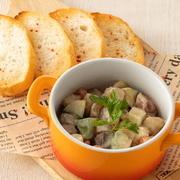 北海道産の濃厚なクリームチーズに梅肉とかつお節で和えました。ごま油が隠し味。