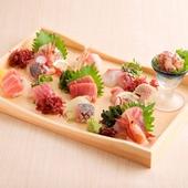 色彩豊かで新鮮な魚介が並ぶ『豪特選お造り七品盛り』