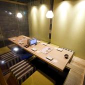 間接照明の灯りが素敵な隠れ家的お食事処