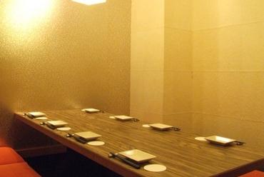 思う存分おしゃべりできる、全席完全個室の落ち着いた和の空間