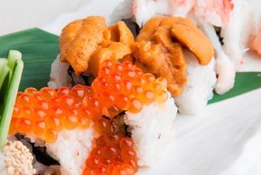 色彩豊かで新鮮な魚介が並ぶ『特選お造り七品盛り 』