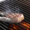 自慢のグリルで豪快に焼き上げる、「肉」料理でおもてなし