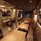 最大20名までの宴会が可能な、ゆったりとした壁面のソファー席