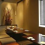 テーブル席・掘りごたつ席などの個室が多数完備されており、シーンに合わせて選べます。接待などの雰囲気を大切にしたい会食から、各種宴会まで。あらゆるニーズに応えてくれます。