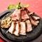 3種類の肉を食べ比べ!『さつま大地の桜島全部のっけ盛り』
