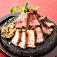 3種類の肉を食べ比べできる『さつま大地の桜島全部のっけ盛り』