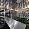 充実のワインリスト。地下に眠る160種の赤ワイン