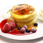 フロマージュブランのソフトクリーム付き! ※パンケーキはご注文頂いてから焼き上げますので30分ほどお時間を頂戴いたします。