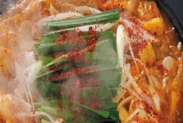 旨辛がたまらない「赤から鍋」  味噌のコク&プリプリもつ&たっぷりの野菜が楽しめる!  1人前