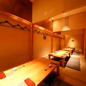 最大24名までの集まりに使える、和の趣きある個室を完備