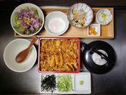 知る人ぞ知る、名古屋コーチンを使用したひつまぶしの御膳です。 まずはそのまま、 次は薬味と温泉卵で親子丼風に 最後は鶏出汁をかけてお茶漬けでお召し上がりください。