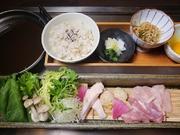 鶏出汁麦飯・小鉢・香の物2種・ポン酢・いろいろ鍋野菜・名古屋コーチン(もも・むね・手羽先・つくね)