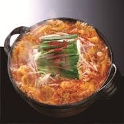 名古屋名産秘伝の赤味噌と赤トウガラシをブレンドした秘伝のスープに肉、野菜たっぷり♪辛さは0番~10番形成船橋店は全席完全個室完備だから周りの目も気にせずおなかいっぱい食べられます!