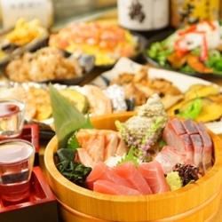 生ビールはもちろん、日本酒12種と銘柄焼酎10種が2時間飲み放題。7品でも十分なボリュームのコース