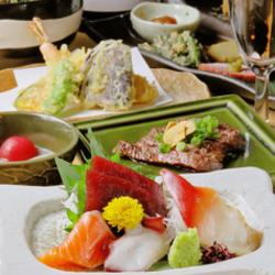 生ビールはもちろん、日本酒12種と銘柄焼酎10種が2時間飲み放題。7品でも十分なボリュームのコース。