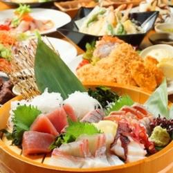 生ビールはもちろん、日本酒12種と銘柄焼酎10種が3時間飲み放題。お料理7品でも十分なボリュームのコース