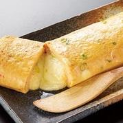 赤から玉子焼きの進化版! チーズ好きは迷わずこちら! 赤から鍋のお出汁とチーズの相性は抜群!