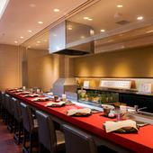 揚げたての天ぷらを熱いうちにいただける、天一自慢のコース料理