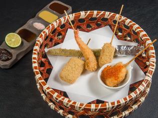 庶民的な串カツを昇華し、美食のひとときをコーディネイト