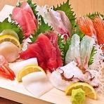 本格職人が握る自慢の『江戸前寿司』や新鮮さが自慢の『刺し盛り』など新鮮な魚介類のメニューをメインに、豊富なで美味しい料理を取り揃えたお得なコース料理もご用意。