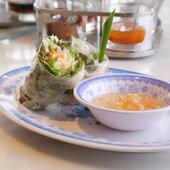 モチモチのライスペーパーとたっぷりの野菜、ソースとのハーモニーが絶妙の『ベトナムの生春巻き』