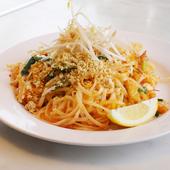 麺に甘酸っぱいソースがからむ『タイの焼きそば パッタイ』