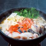 旨塩 or 王道醤油 出汁をお選びください。 三陸の旨味 あふれる海鮮鍋!! ※写真は4人前です。
