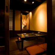 2~4名席の個室となります。 ご友人との飲み会や接待等さまざまなシーンに適しております。