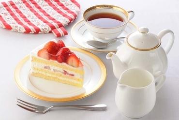 見た目もかわいいケーキがいろいろ『オリジナルケーキ各種 ドリンクセット』