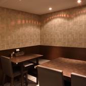 いろいろなニーズで使える、落ち着いた雰囲気の個室空間