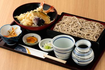 サクサクの天ぷらと風味豊かな蕎麦を一度に味わえる『天重ご膳』