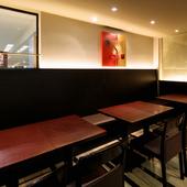 テーブルを並べ替え、16名様まで集まる席をつくることが可能