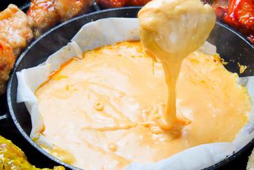 名物【チーズチェゴチキンセット】は1900円!全5品