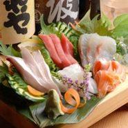 当店自慢の『絶品!江戸前ずし』や『刺し盛り』など新鮮な魚介メニューをメインにした、大変お得な『コース料理』は会社や友人・知人での宴会~ちょっとしたパーティなどにも最適です。